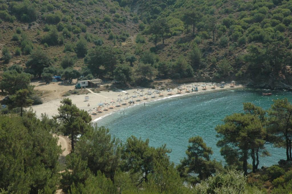 Plaja salbatica pe insula Thassos